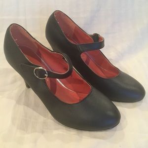 Sz 9 Chase & Chloe black mary jane pumps